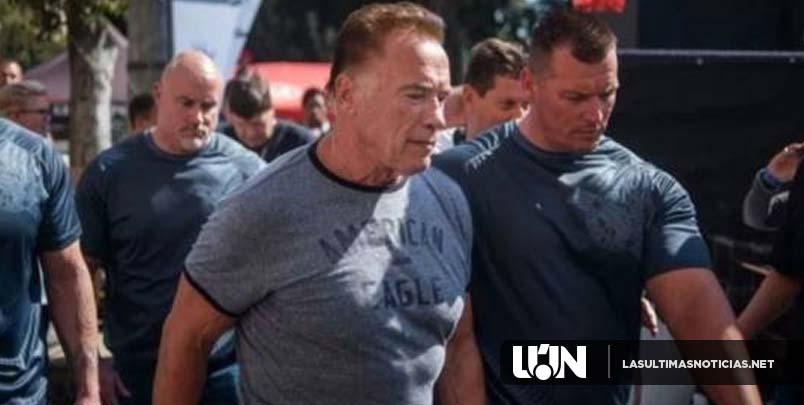 Golpean al actor Arnold Schwarzenegger con una patada de karate
