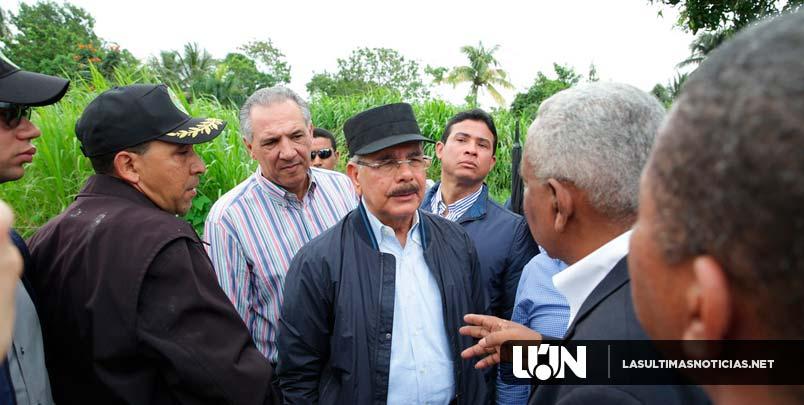 Danilo Medina se reúne con comunitarios Barrio Nuevo de Sabana Perdida.