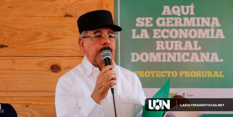 Medina entrega centro de acopio, planta y 15 salas de ordeño a la Asociación de Ganaderos de Las Galeras
