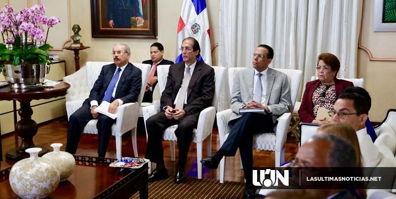 Presidente Danilo Medina revisa avances en metas sector Educación