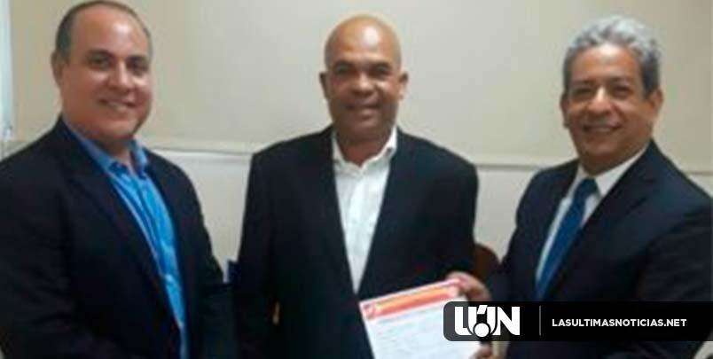 Luis Díaz (TATO) inscribe candidatura como regidor por la Circ. No.1en SDE por el PRSC