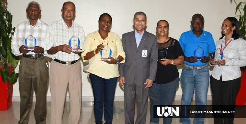 Nota de Prensa: Promese/Cal reconoce a empleados con medalla al mérito