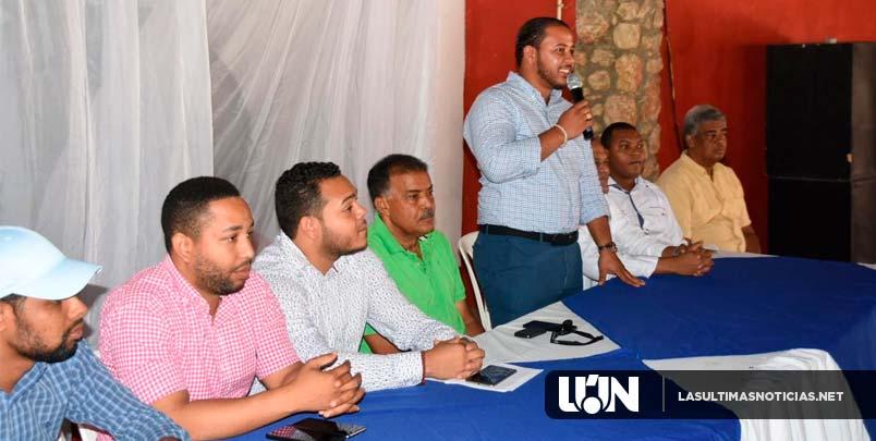 Juan Ernesto Santiago y equipo político reúnen cientos de jóvenes en Azúa en apoyo a candidatos del PRD.