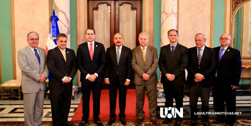 Comerciantes e Industriales de Santiago visitan a Danilo Medina.