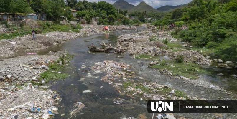 Vertido de desechos, tala y extracción de materiales matan al río Baní
