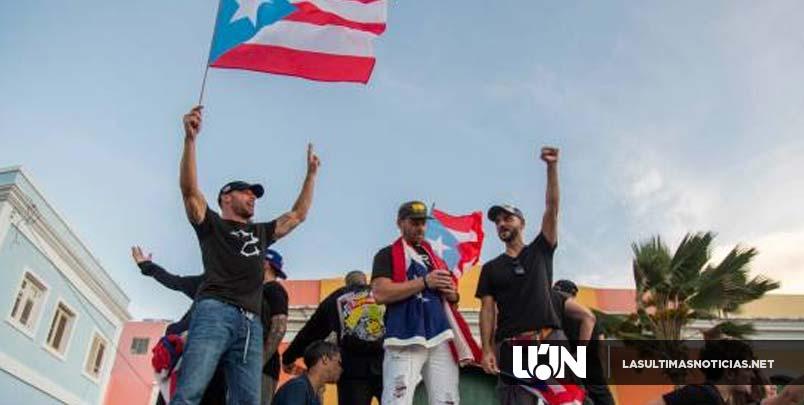 Violencia cede paso a la música en protestas en Puerto Rico