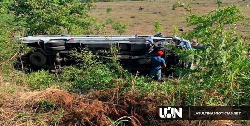 Se vuelca guagua de transporte público en Bávaro; hay varios heridos