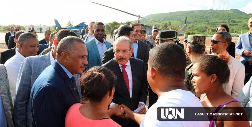 Danilo Medina entrega quinto Puesto Interagencial para proteger frontera y da primer palazo construcción Escuela Vocacional