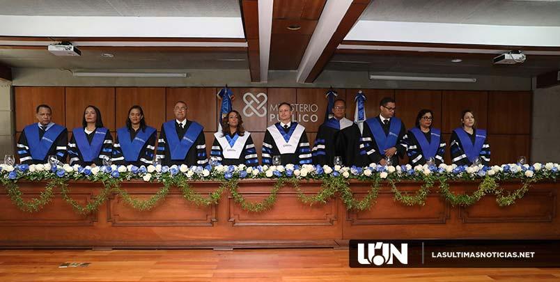 Procurador encabeza graduación de especialidad en Gestión Administrativa del Ministerio Público
