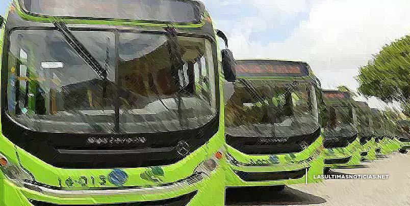 Danilo Medina entregó hoy nueva flotilla de autobuses de la OMSA en la Base Aérea de San Isidro