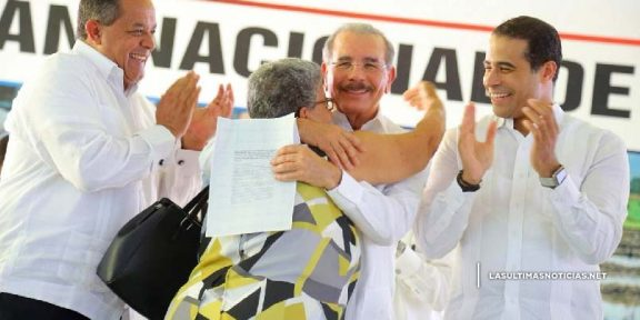 Danilo Medina, Parceleros de Monte Plata