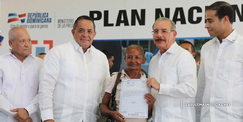 Democratización de la propiedad: presidente Danilo Medina entrega título de propiedad número 60,000