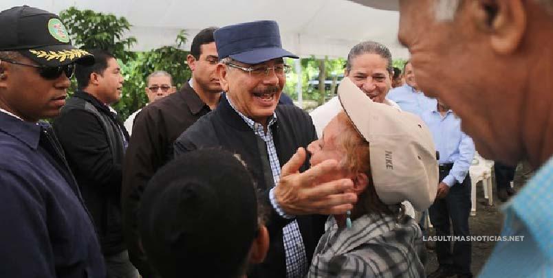 Visita Sorpresa integra a caficultores a reforestación. Ministro Agricultura de Honduras acompaña a Danilo Medina.