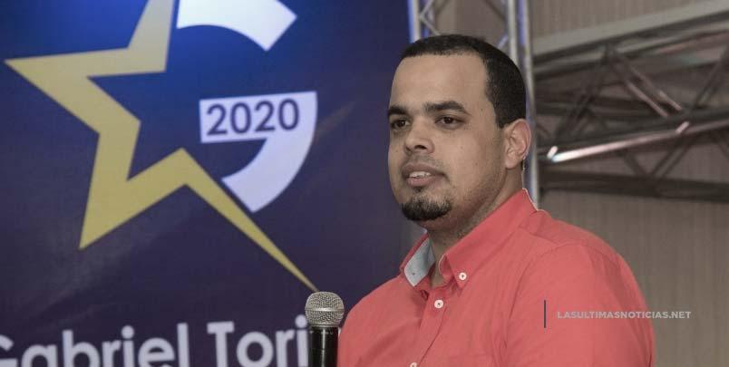 Gabriel Toribio se reúne con jóvenes, habla de su proyecto para sindicatura de tamboril