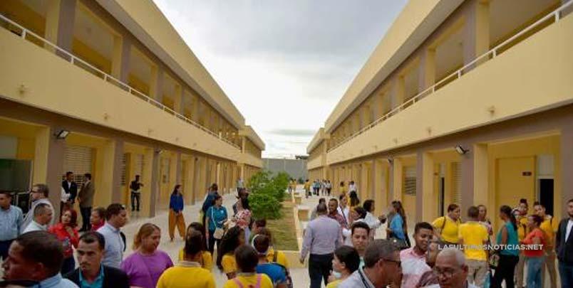 El presidente pasó un día en Santiago, inauguró varias obras y apertura de clínica