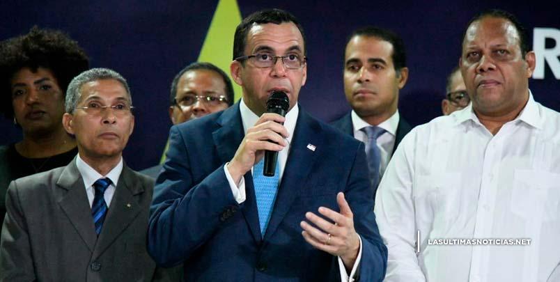 Funcionarios del Gobierno, alcaldes, miembros del Comité Central y Diputado apoyan aspiraciones de Andrés Navarro a la Presidencia