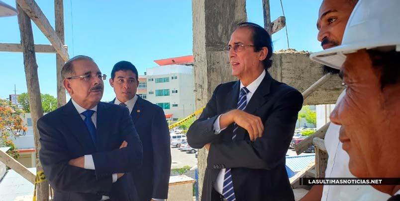 Presidente Danilo Medina supervisa construcción del CAID en SDE