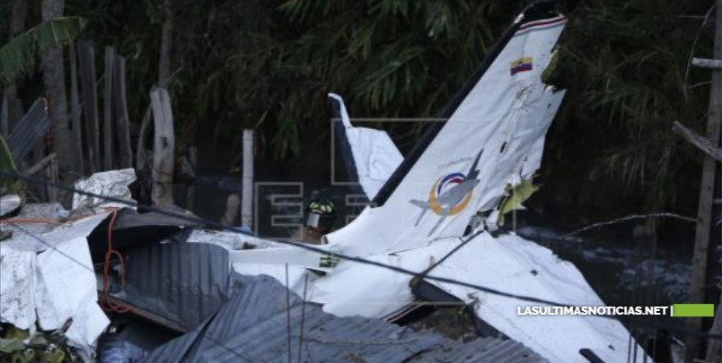 Siete muertos al caer avión sobre casas en ciudad colombiana