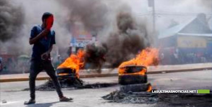 La capital de Haití sigue paralizada en el segundo día de protestas