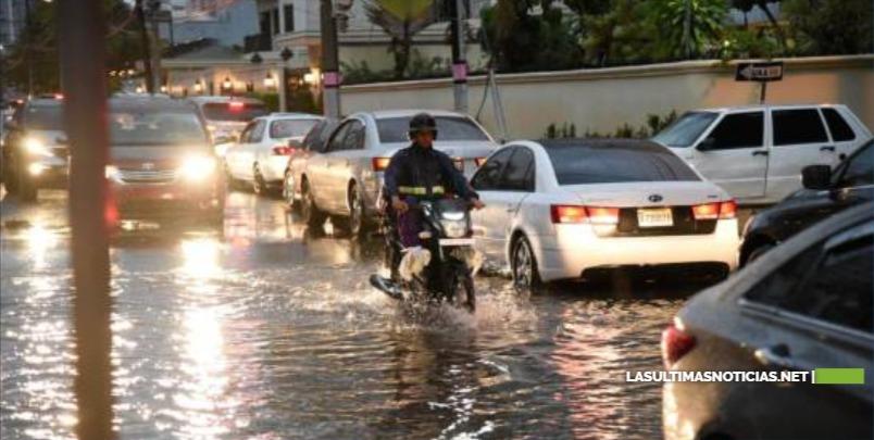 Lluvias ocasionan inundaciones en avenidas y sectores de Santo Domingo