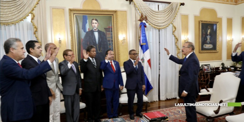 Danilo Medina juramenta a nuevos funcionarios designados mediante decreto 317-19
