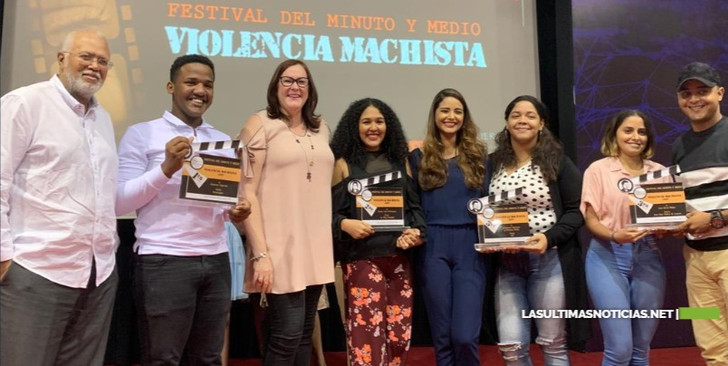 Ministerio de la Mujer entrega premios del II festival del Minuto y Medio Violencia Machista