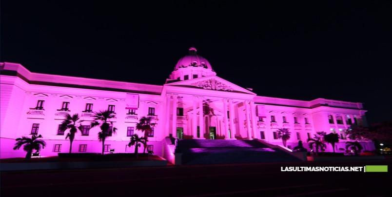 Decenas de instituciones y empresas llaman a crear conciencia sobre el cáncer de mama con sus sedes iluminadas de rosado