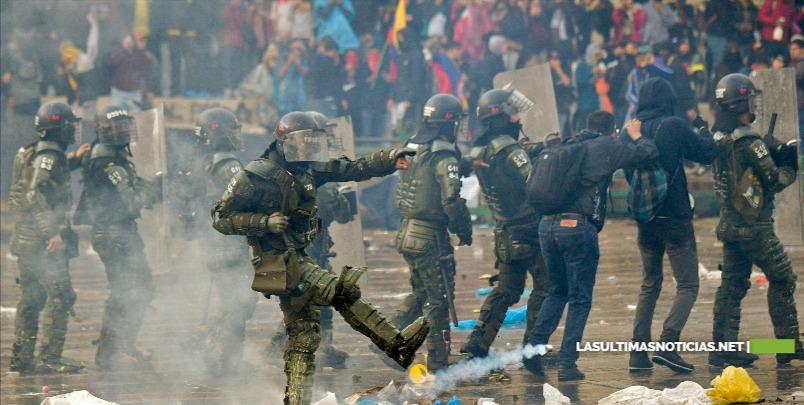 Al menos tres muertos y 98 capturados deja jornada de protestas en Colombia