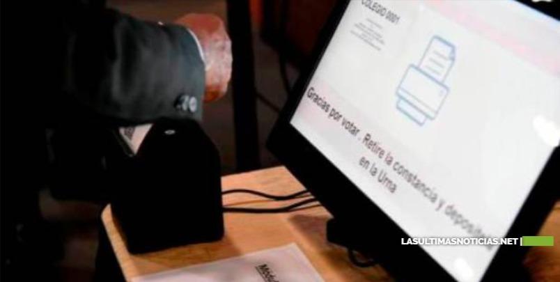 El voto automatizado mantiene dividida la clase política dominicana