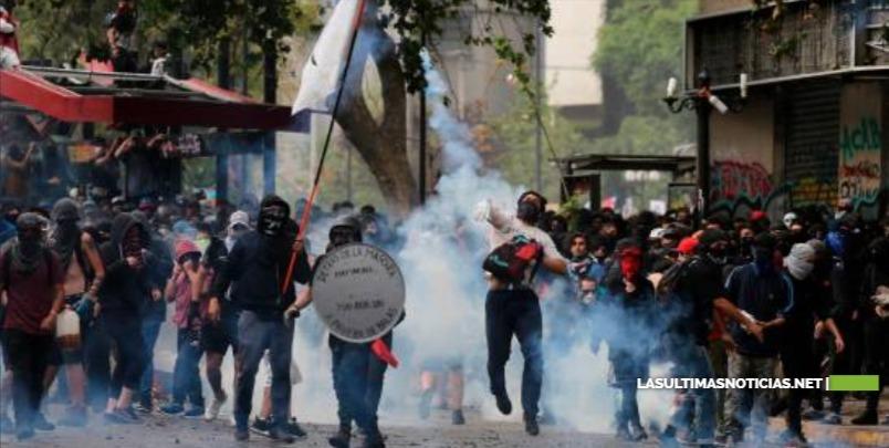 Sismo marca superlunes de protestas en Chile, en espera de acciones políticas