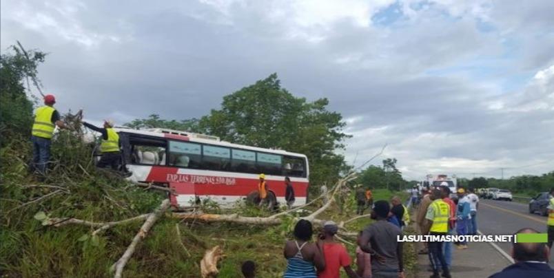 Accidente de autobús en Santo Domingo Este deja 15 heridos