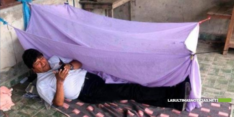 Evo Morales pasa la noche en el piso y lo muestra en una foto
