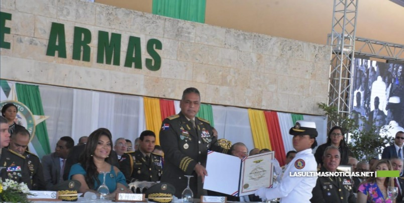 Presidente Medina y Ministro de Defensa encabezan graduación 55 nuevos oficiales del Ejército