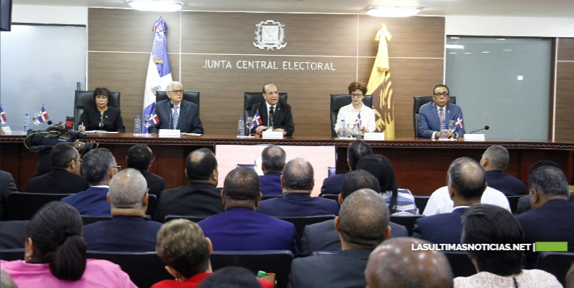 Pleno JCE y partidos sostiene reunión sobre el Sistema de Voto Automatizado