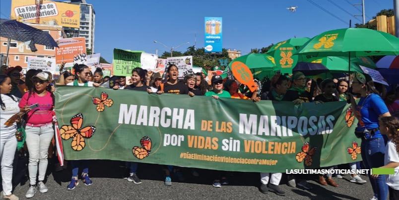 Organizaciones marchan en  reclamo de que sea detenida la violencia de género
