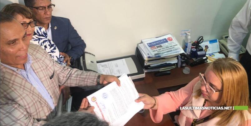 Inscriben candidatura presidencial de Leonel Fernández ante la JCE