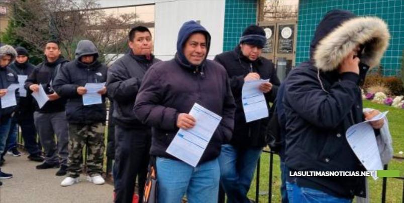 Indocumentados en Nueva York retan el frío para solicitar carnés de conducir