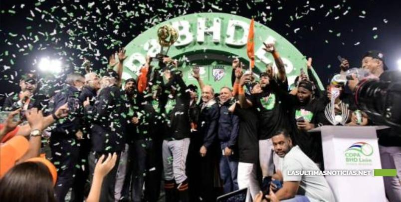 Los Toros completan la zafra récord y se alzan con su tercera corona nacional