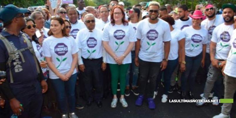Desbordante apoyo recibe Canó en marcha por la no violencia contra la mujer