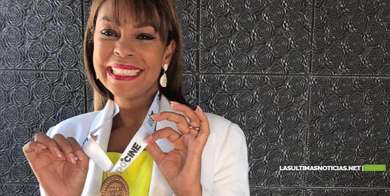 """Aleja Flores es nominada a """"Premios La Silla""""."""