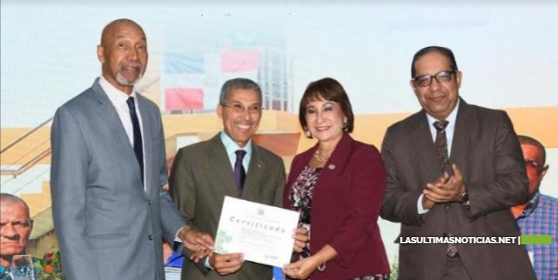 El MAP galardona con la Medalla al Mérito al doctor Enriquillo Matos