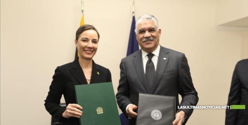 Canciller Miguel Vargas suscribe acuerdo para fomentar relaciones económicas con Jamaica