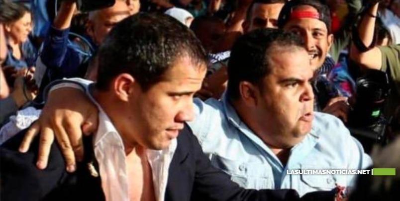 Juan Guaidó es recibido con una paliza del Gobierno al aterrizar en Caracas
