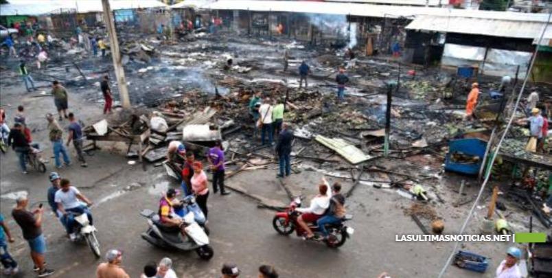 Cortocircuito provocó fuego que afectó el 60 por ciento del mercado público de La Vega
