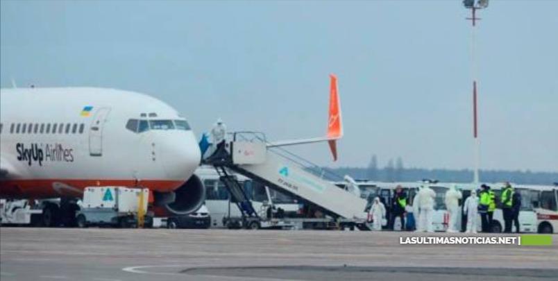Estudiantes dominicanos evacuados de Wuhan llegan a Ucrania
