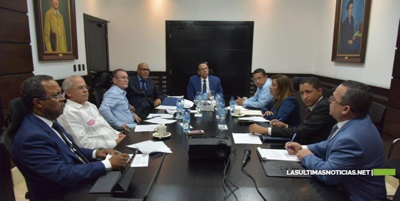 Ministro Peña Mirabal se reúne con responsables de las áreas del acuerdo MINERD-ADP para conocer cronograma y avances alcanzados