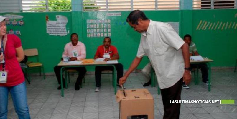 República Dominicana repite las elecciones en medio de crisis política y el coronavirus