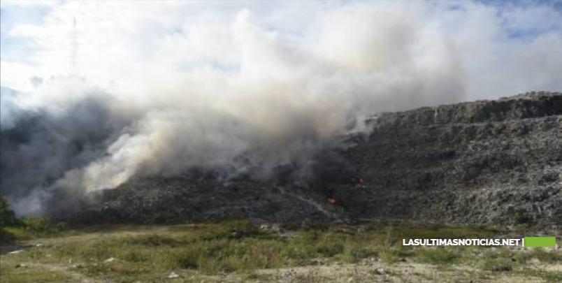 Incendio afecta vertedero de Haina desde anoche