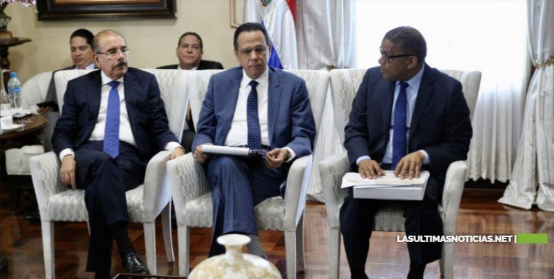 Presidente Medina da seguimiento al Plan de Edificaciones Escolares dice ha transformado RD