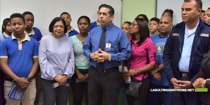 MINERD-Policía Escolar imparte charla integración a estudiantes del Politécnico Max Henríquez Ureña; cumplen medidas disciplinarias